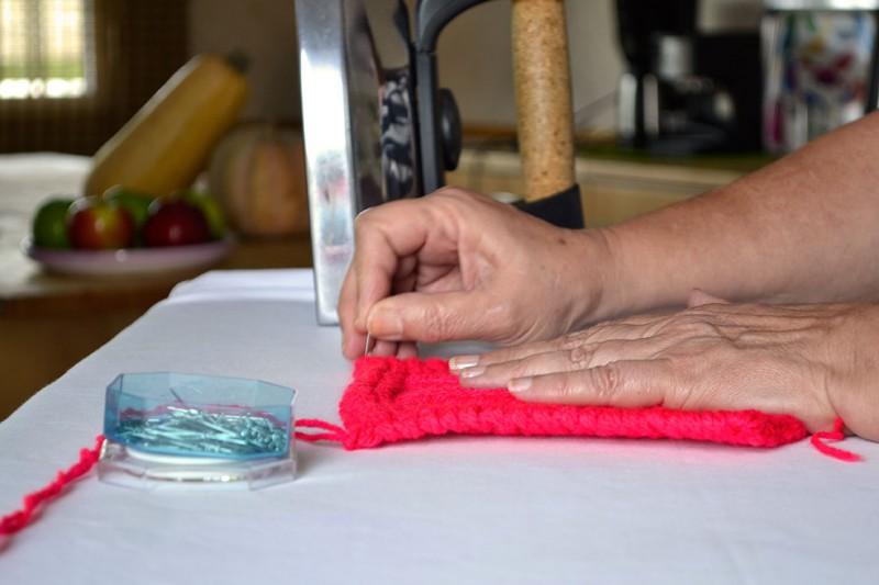 como bloquear prendas tejidas a mano
